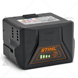 Batteria Stihl AK 10 agli ioni di litio da 72 Wh con indicatore dello stato di carica al LED.