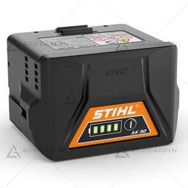 Batteria Stihl AK 30 agli ioni di litio da 180 Wh con indicatore dello stato di carica al LED.