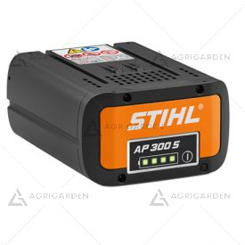Batteria Stihl AP 300 S agli ioni di litio da 281 Wh con indicatore dello stato di carica al LED.