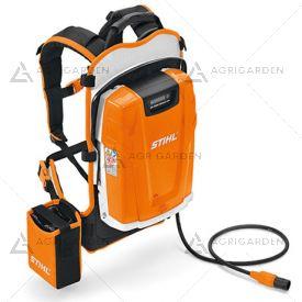 Batteria a zaino Stihl AR 3000 agli ioni di litio da 1.148 Wh con indicatore dello stato di carica al LED.