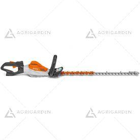 Tagliasiepe a batteria Stihl HSA 94 T della linea PRO con elevata velocità delle lame per tagli fini e precisi con lama da 75cm.