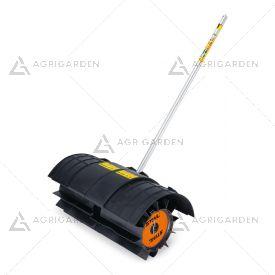 Attrezzo KW-KM spazzolone rotativo a rullo adatto al sistema Kombi Stihl ideale per rimuovere lo sporco da vialetti e strade.