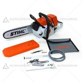 Motosega giocattolo Stihl con effetti sonori e catena in gomma girevole con 4 batterie AAA incluse